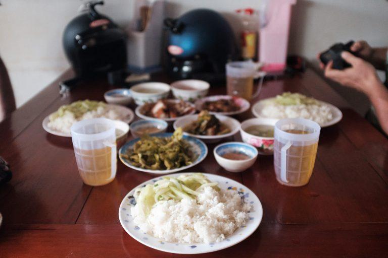 Lidový bufetový oběd za 45 Kč na osobu.